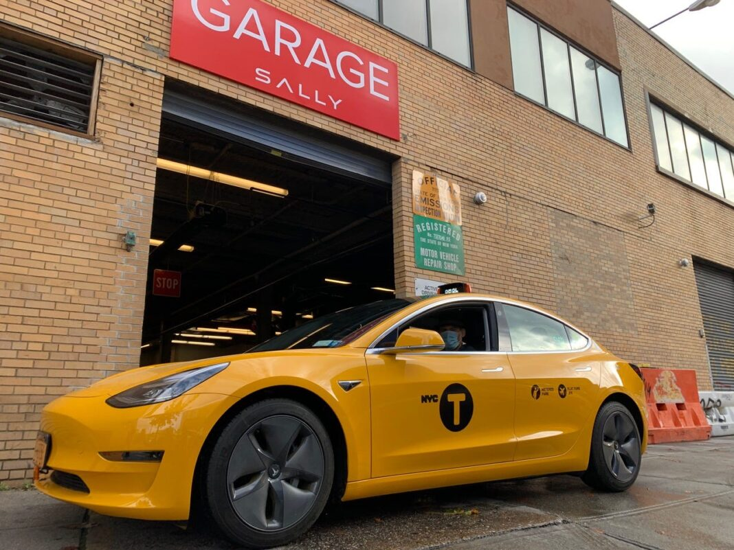KTA Vlogs -The First Tesla Taxi In Nyc Just Hit The Streets As The City's Only2